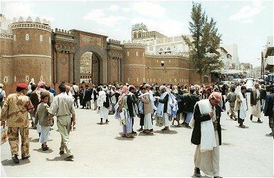 http://www.tweereizigers.nl/foto/jemen/bab_el_jemen.jpg